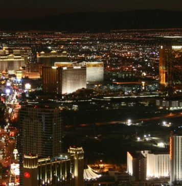 By matze_ott - Flickr: Las Vegas @ Night, CC BY 2.0, https://commons.wikimedia.org/w/index.php?curid=21826015